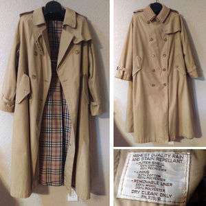 Vintage trench coat with wool button-in liner